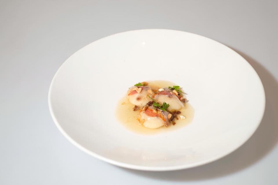 Ravioli de boniato con jugo de jamón presa ibérica